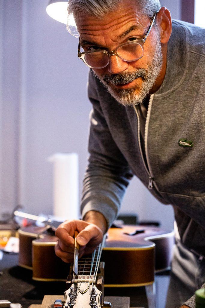Zu Besuch bei dem Instrumentenbauer Alexander Markusch | Foto: Giovanni Lo Curto