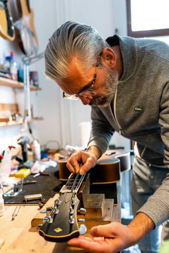 Instrumentenbauer Alexander Markusch bei der Arbeit | Foto: Giovanni Lo Curto