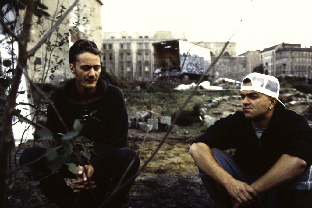 Segewald und Dr. Kössler 1994 im Tacheles Skulpturenpark | Foto: Segewald & Kössler
