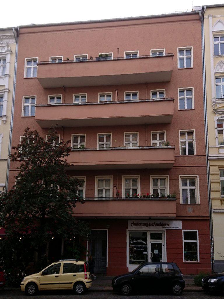 Das Haus in der Samariterstraße 36 Vor 50 Jahren wurde hier die Kommune 1 Ost gegründet – und ein dreiviertel Jahr später aufgelöst. Foto: Dirk Moldt in Berlin-Friedrichshain | Foto: Dirk Moldt