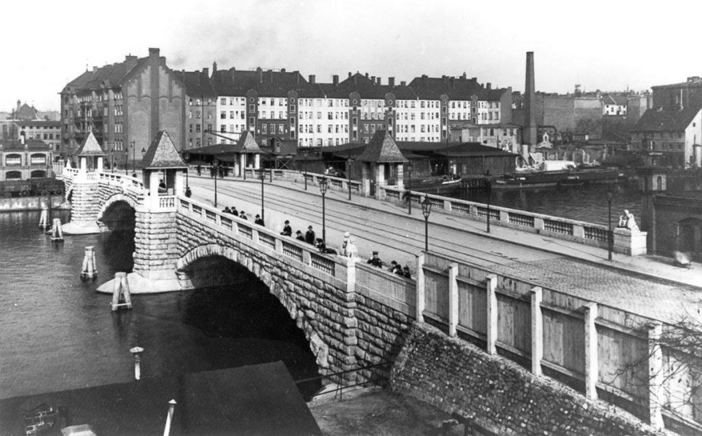Verschwundene Orte in Berlin-Friedrichshain: Brommybrücke | Foto: Postkarte