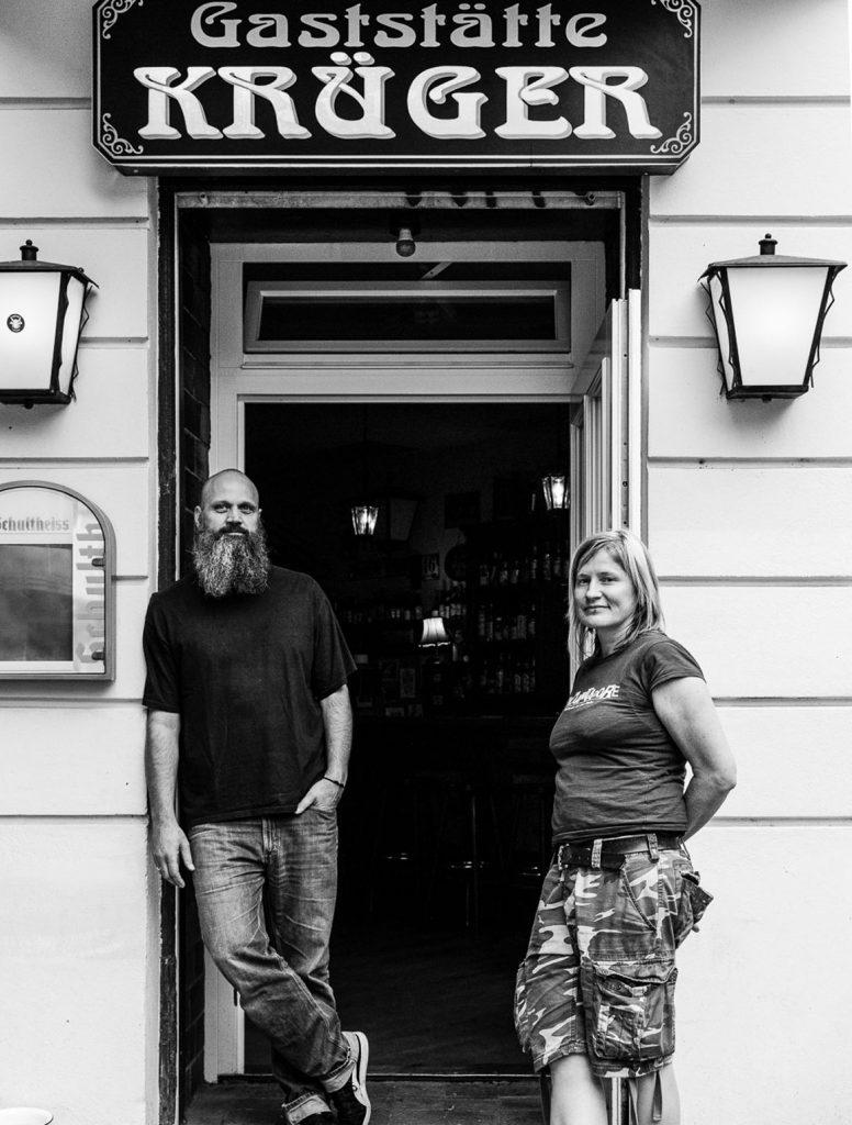 Jana Gallus und Torsten Lander im Krüger Eck in Berlin | Foto: Giovanni Lo Curto