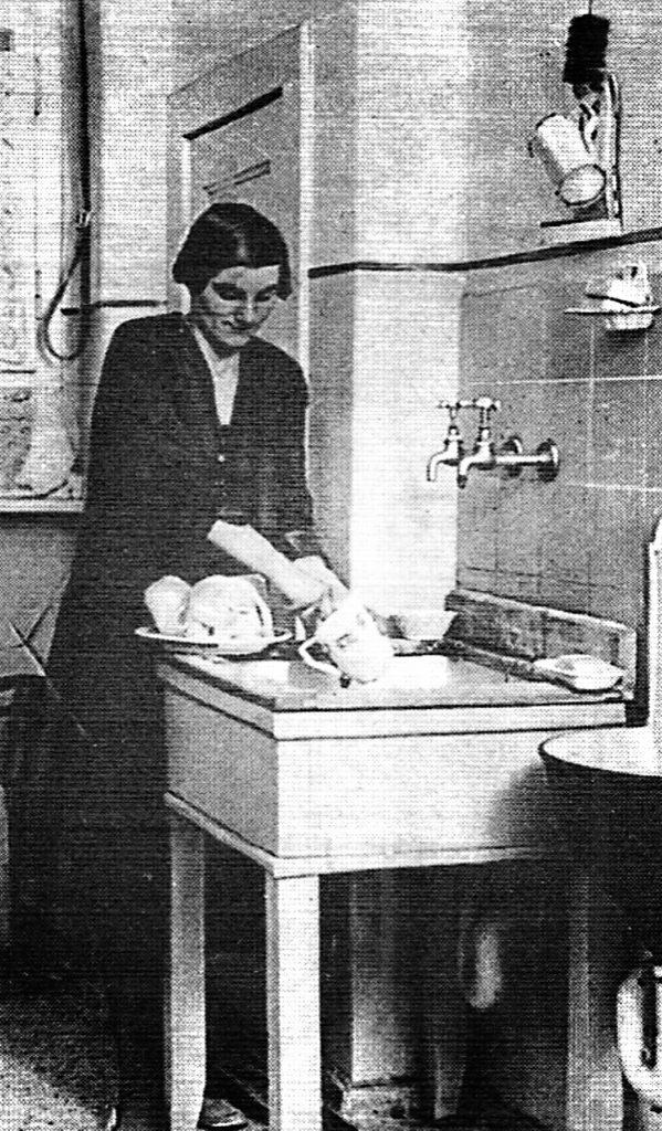 Luxus: Fließendes Wasser im Jahre 1932 | Quelle: Der Arbeiterfotograf