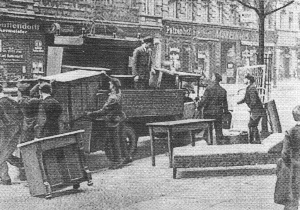 Gewaltsame Wohungsräumungen waren 1932 | Quelle: Der Arbeiterfotograf