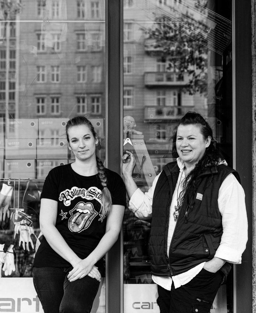 Catrin Schubert und ihre Tochter Juliane von Claudia's Berufskleidung | Foto: Giovanni Lo Curto