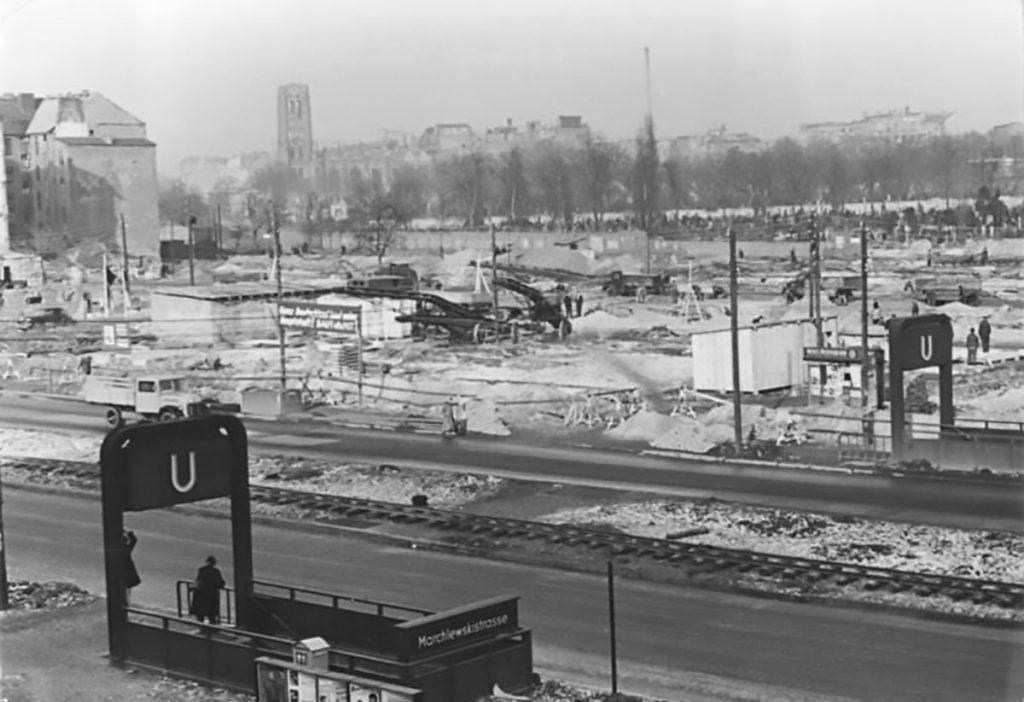 Mondlandschaft in Friedrichshain | Foto: Heinz Funk, Bundesarchiv, Bild 183-13431-0003