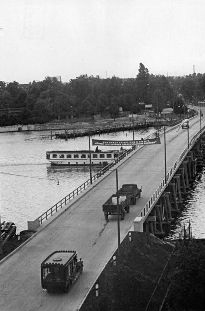 Brücke über der Spree | Quelle: Bundesarchiv_Bild_183-11524-0002, Schmidtke, Wiki Commons