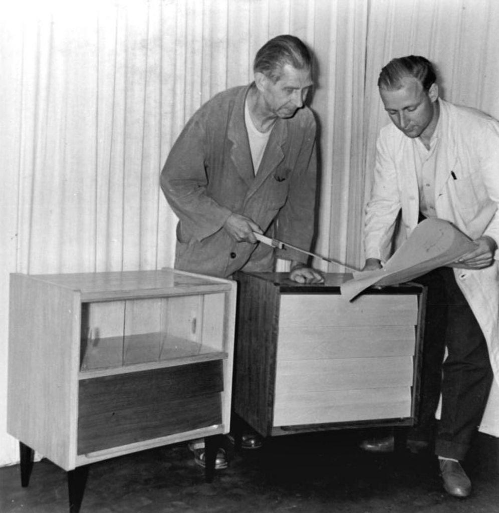 Meister Wilhelm Borner und Innenarchitekt Klaus Berger | Quelle: Bundesarchiv Bild 183-28466-008