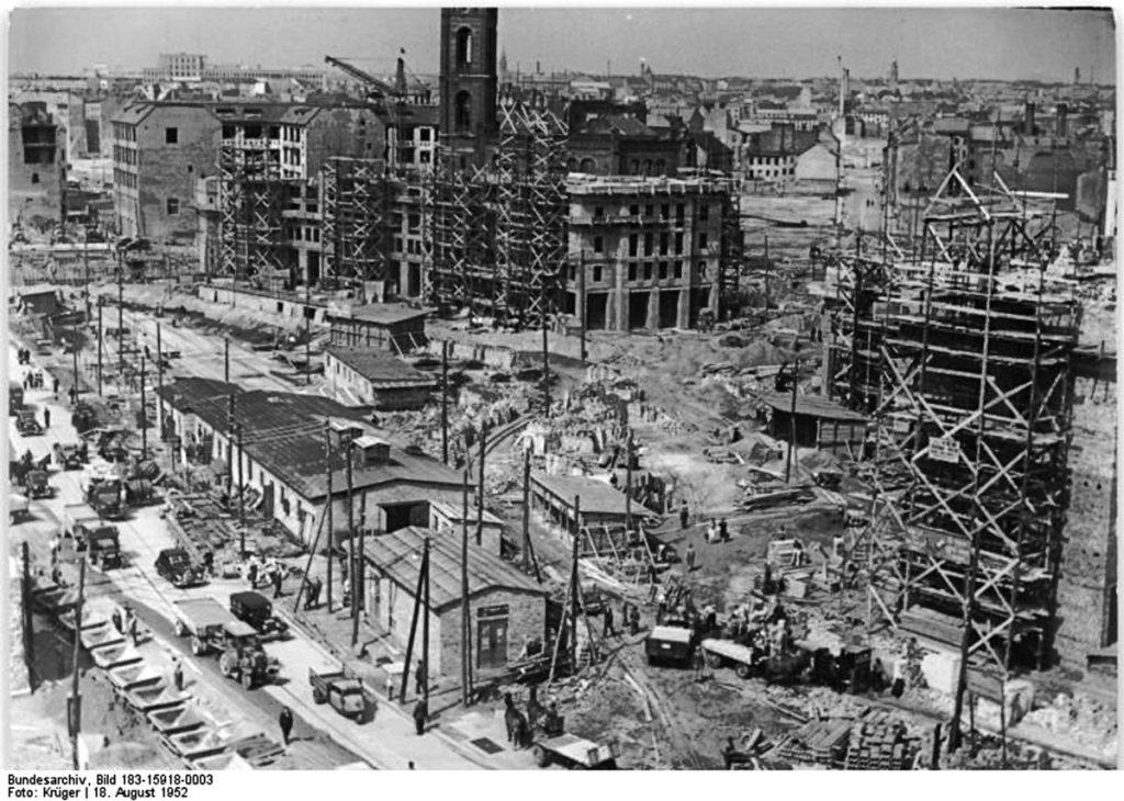 Baustelle um die St. Markuskirche | Quelle: Bundesarchiv Bild 183-15918-0003