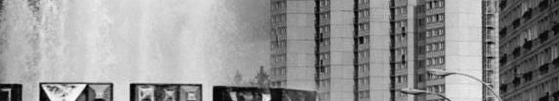 Brunnen Schwebender Ring auf dem Strausberger Platz im Jahre 1969 | Quelle: Bundesarchiv Bild 183-H1002-0001-001