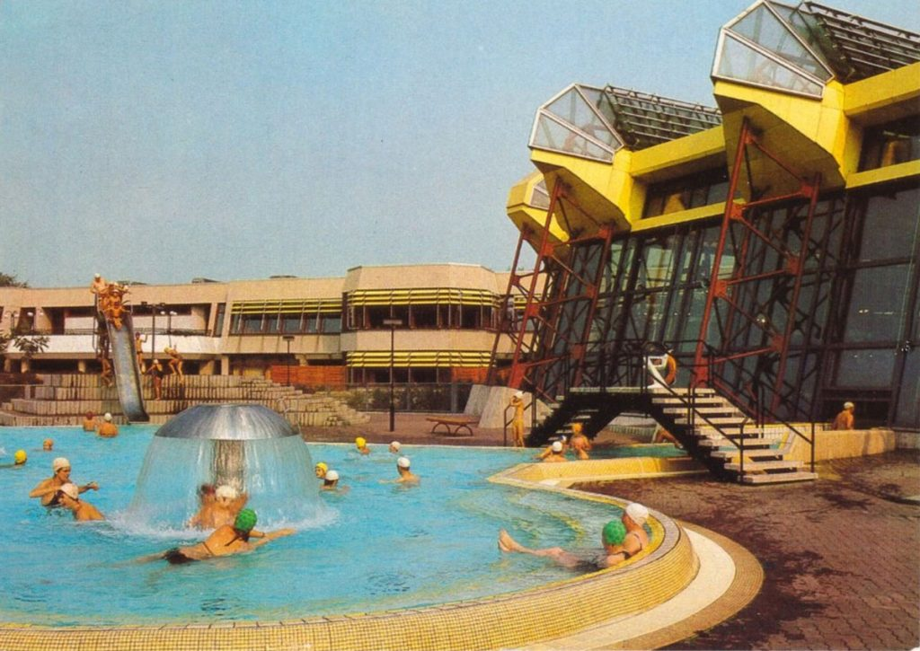 Ehemaliges Sport- und Erholungszentrum in der Landsberger Allee | Postkarte um 1985