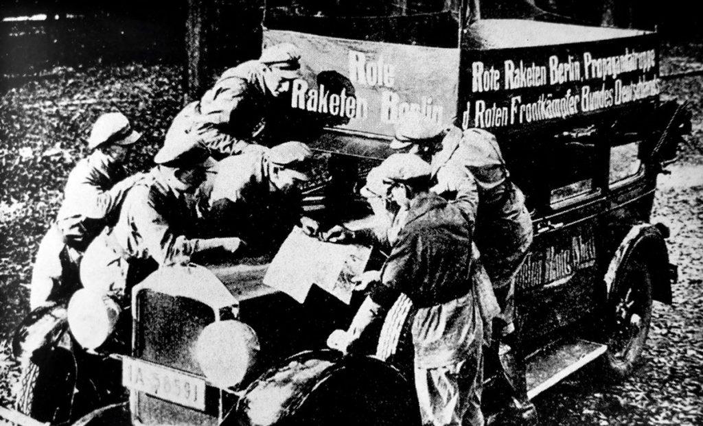 Raketen und Lautsprecher: Agitprop in Friedrichshain von Detlef Krenz | Quelle: Der Arbeiterfotograf 1931