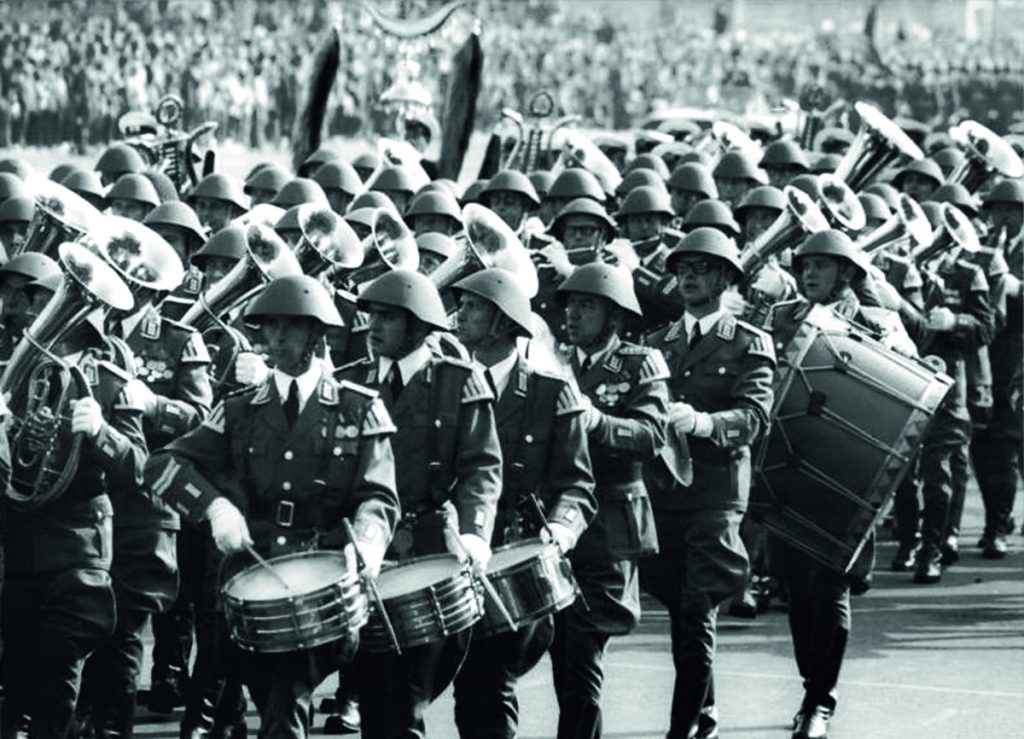 Aufmarsch NVA in der Karl-Marx-Allee | Quelle: Bundesarchiv Bild 183-N1007-0311