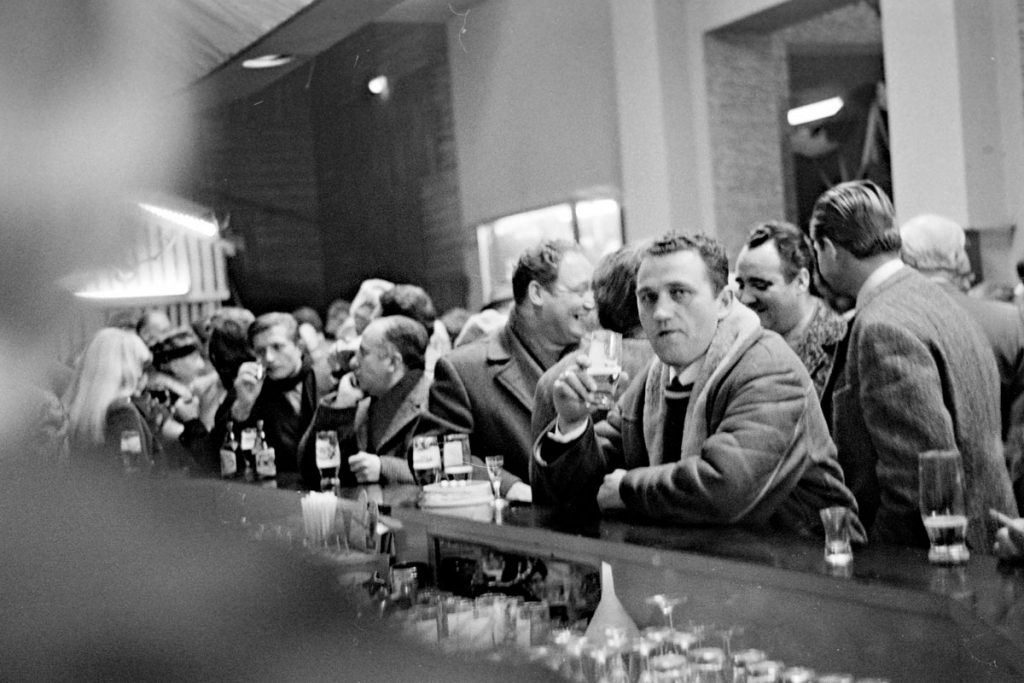 Die Redaktion erzählt Geschichten | Detlef Krenz, Fotozirkel des RAW im Oktober 1970: Brigadefeier